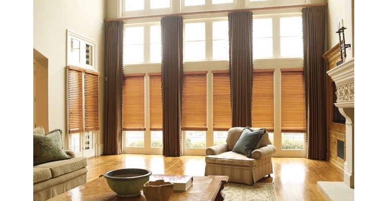 San Antonio great room with wood blinds and floor to ceiling drapes.