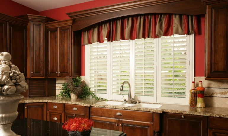 San Antonio kitchen shutter and cornice valance